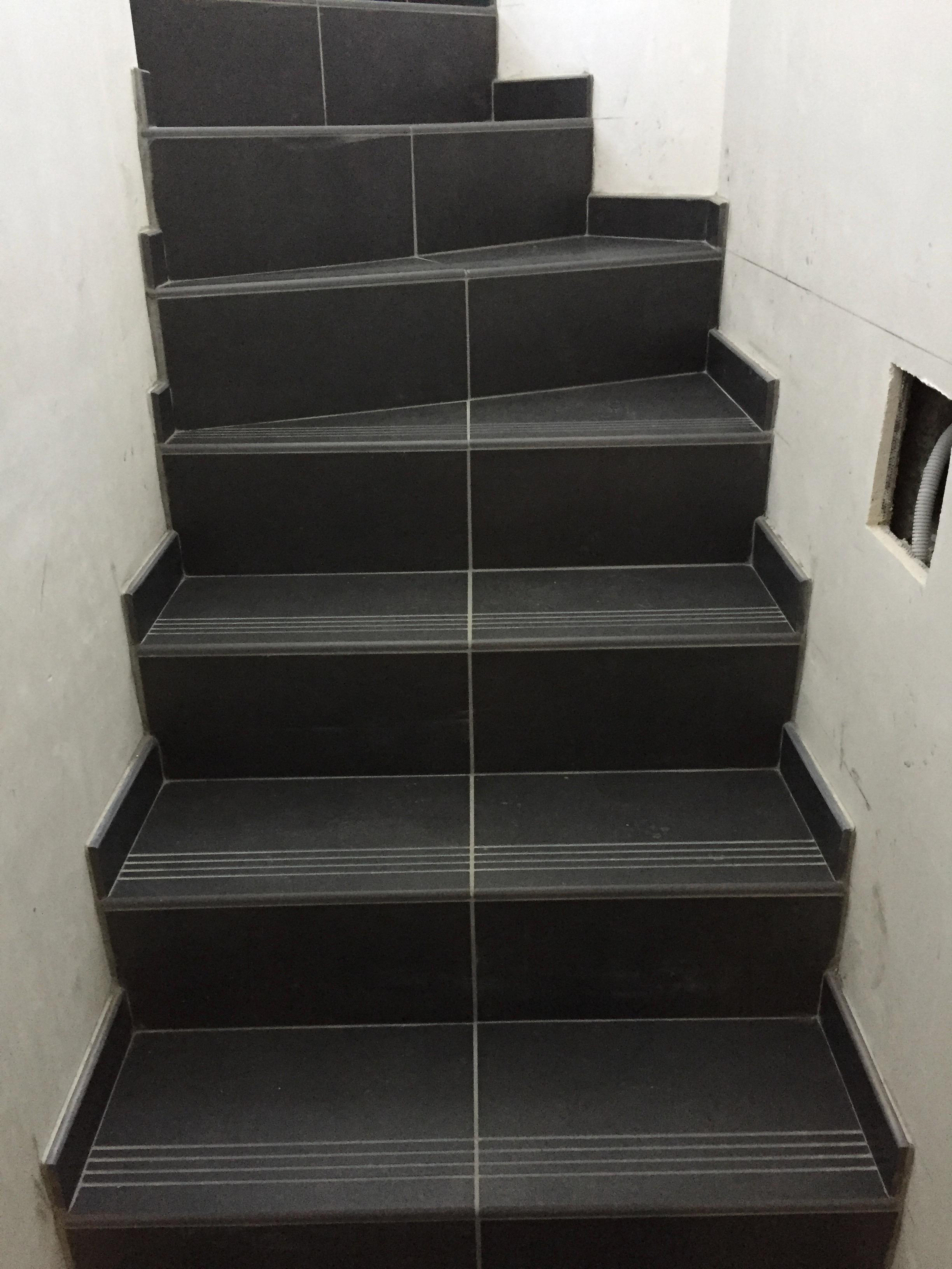 carrelages escaliers destexhe carrelage vente et pose hannut. Black Bedroom Furniture Sets. Home Design Ideas